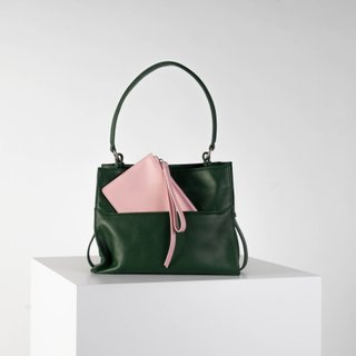 Emerald green shoulder bag in smooth leather (with wristlet)