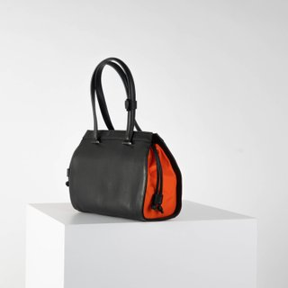 Vecto Gusset Bag in Onyx with Tangerine Gusset