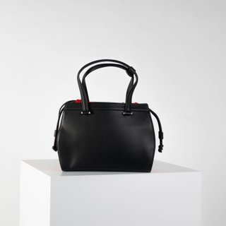 Vecto Gusset Bag in Onyx with Rouge Gusset